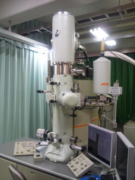電界放出形透過電子顕微鏡
